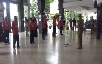 PLT Wali Kota Banjarmasin Hermansyah, melepas 12 atlet dan pelatih silat budaya