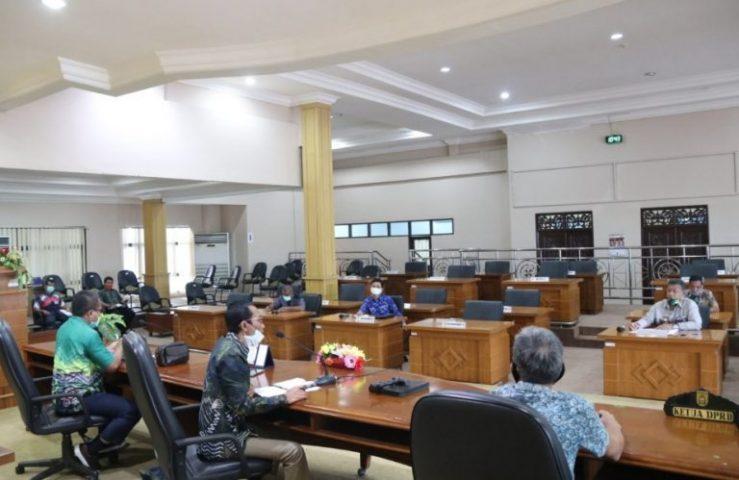 Rapat DPRD Kota Banjarbaru