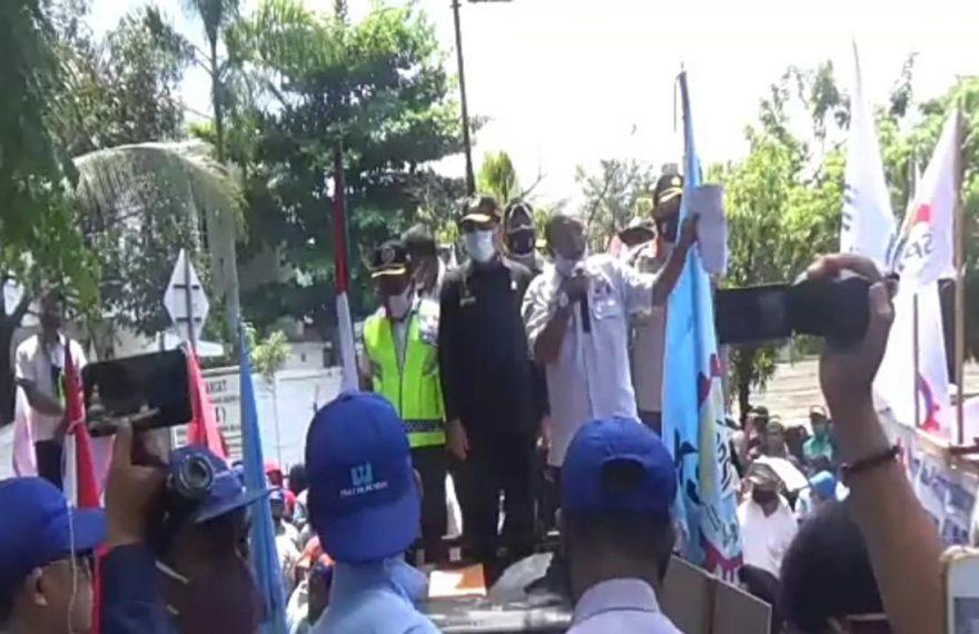 Aksi unjuk rasa damai