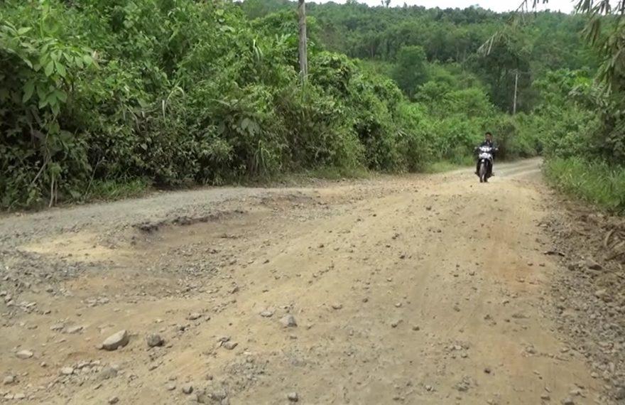 akses jalan menuju Bendungan Tapin