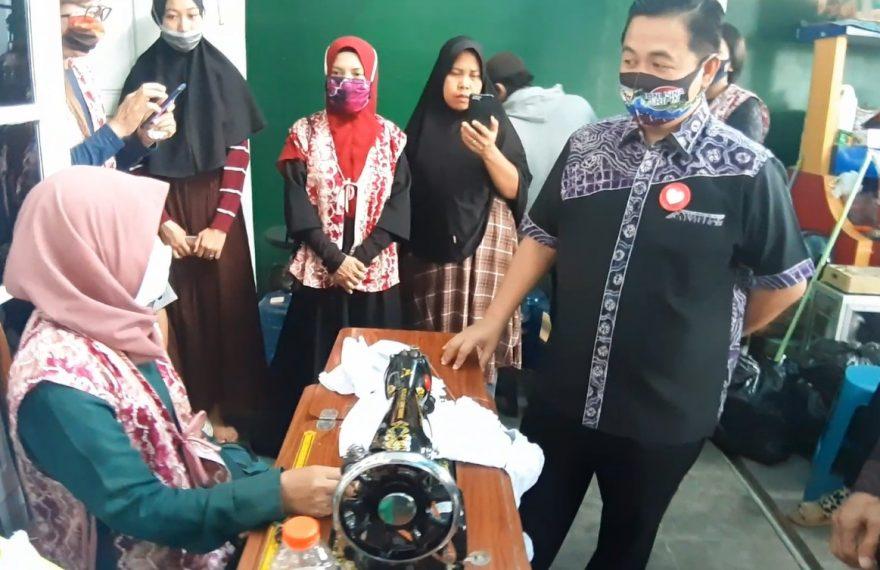 Ibnu-Arifin mendatangi komunitas panjahit samut