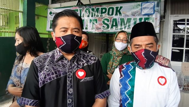 Ibnu Sina (kiri), bersama Arifin Nor (kanan).