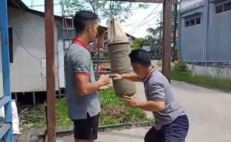 latihan atlet Pencak Silat Muhammad Azhar Aridha Bersama Orang Tua