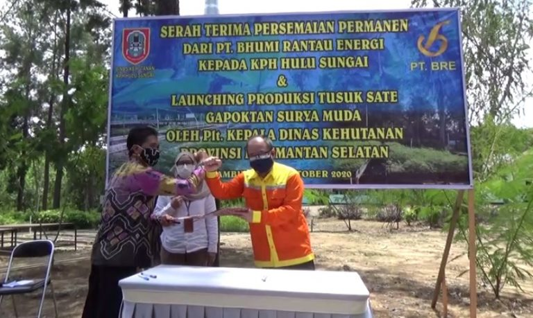 PT BRE Serahkan Bantuan Persemaian Permanen Untuk KPH Hulu Sungai