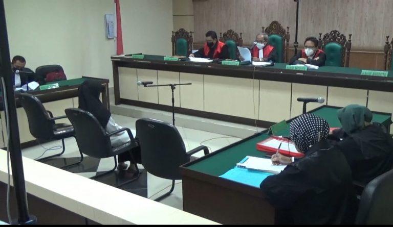 Terdakwa Korupsi Dana BOS SMPN 12 Banjarmasin Menangis di Persidangan