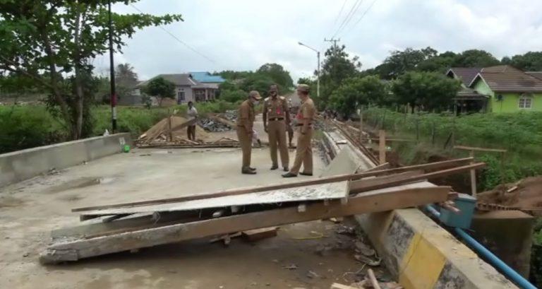 Bupati Tala Tinjau pengerjaan renovasi jembatan