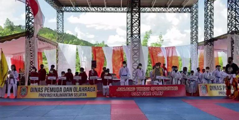 Pembukaan kejuaraan nasional karate kata virtual Danrem Cup 2020