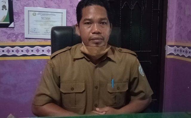 Amat Yani Kepala Desa Indrasari Martapura.