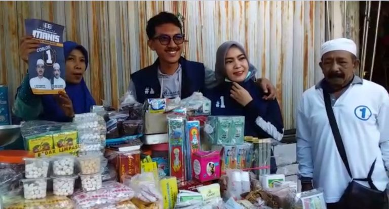 H Saidi Mansyur dan istri Berkunjung ke Pasar Batuah