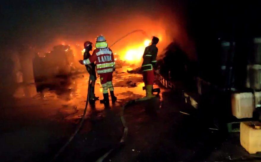 Kebakaran di Gudang Kimia