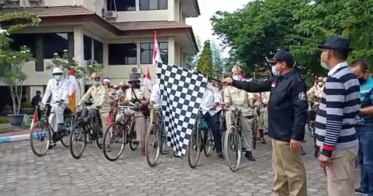 Pelepasan rombongan sepeda tua oleh Kadispora Kalsel