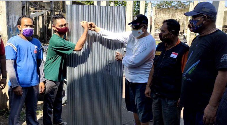 Penyerahan Bantuan Seng ke Korban Angin Puting Beliung