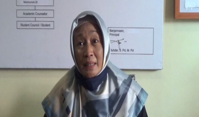 Waheni Kepala SMP Al Mazaya Islamic School