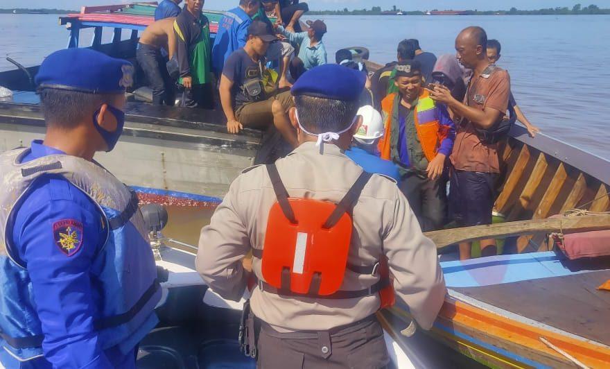 evakuasi korban kapal karam