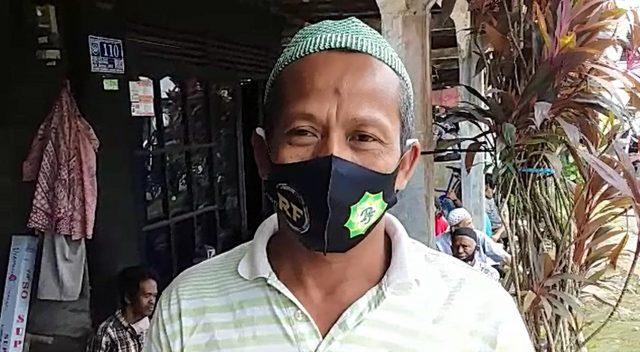 Kamaluqin, salah seorang warga desa Jati Baru.