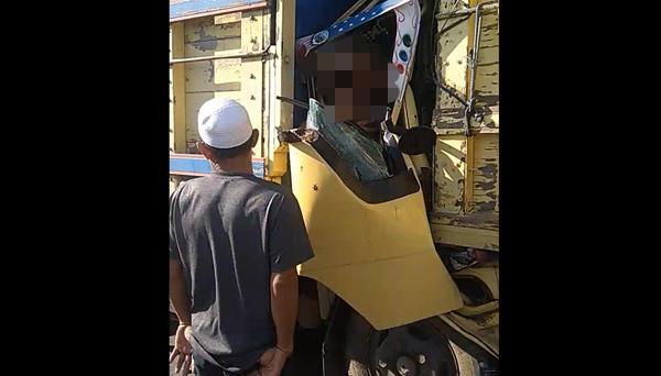 sopir truk terjepit saat kejadian