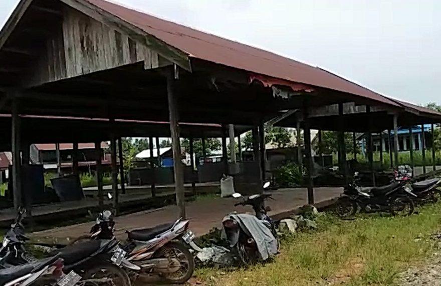 Pasar di desa Jambu Burung, yang tidak ditempati pedagang