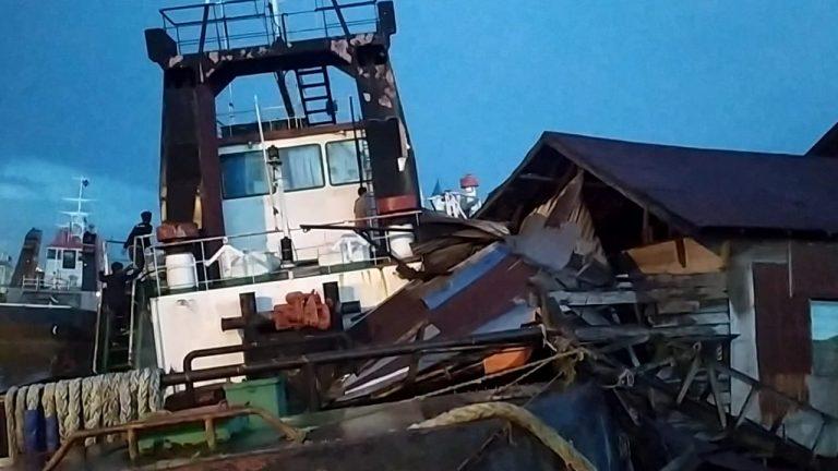 Hilang Kendali, Kapal Tangker Hantam Tugboat