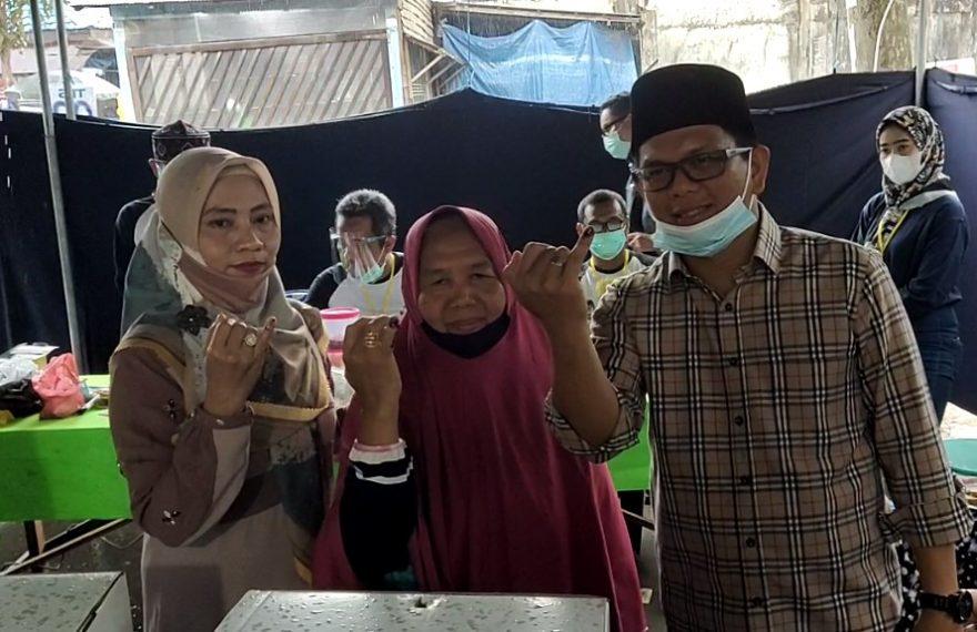 Andin Bawa Sang Ibu & Isteri ke TPS