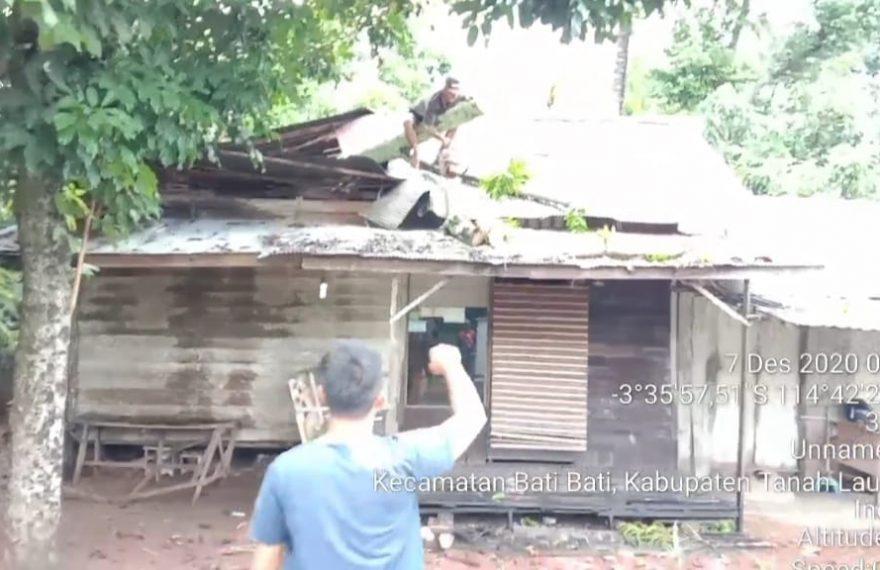 Angin Kencang Hancurkan Rumah Warga