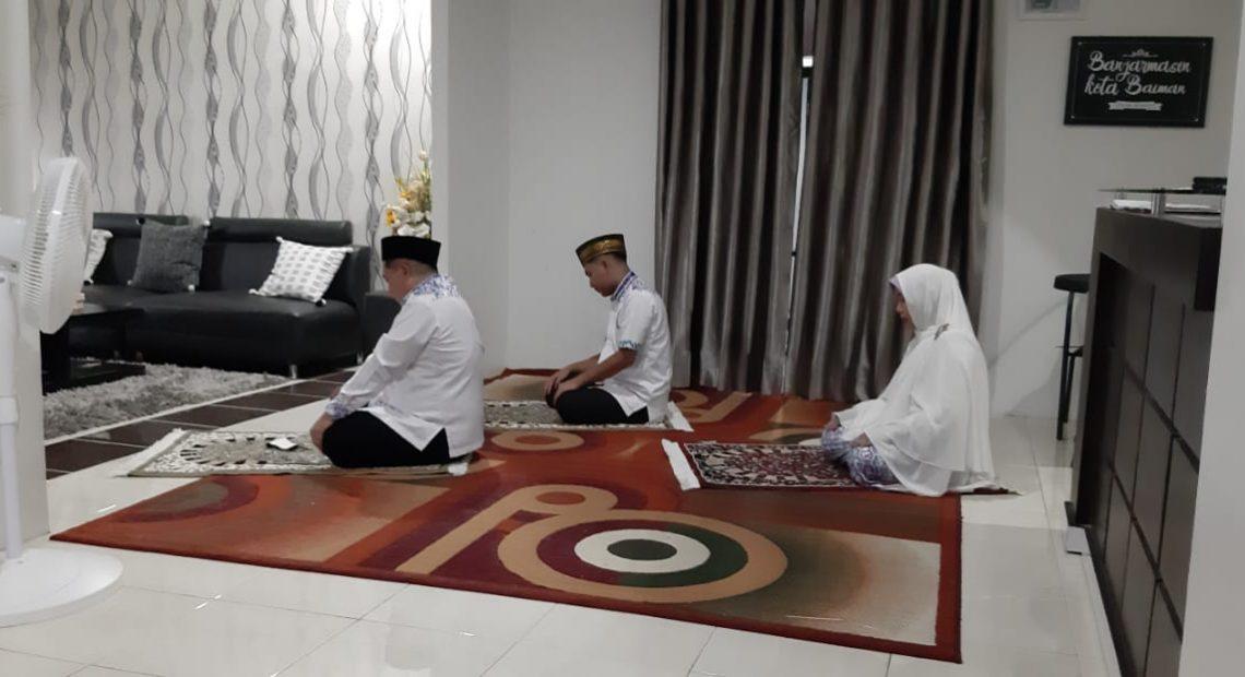 Ibnu Sina dan Keluarga Sholat Dhuha Berjemaah
