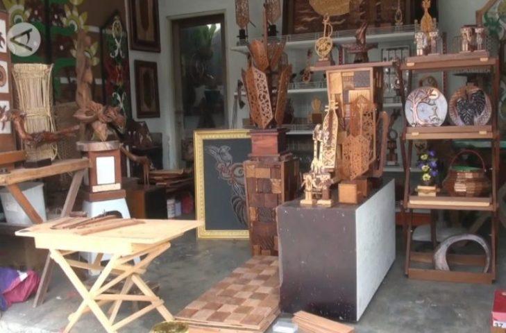 Sulistyo Kreasi Limbah Kayu Jadi Karya Seni