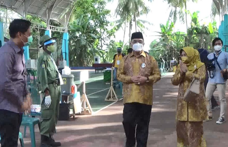 bupati Achmad Fikry memantau jalannya pilkada di HSS