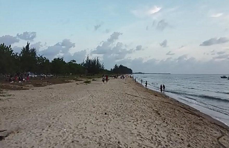 kawasan wisata pantai di Tanah Laut