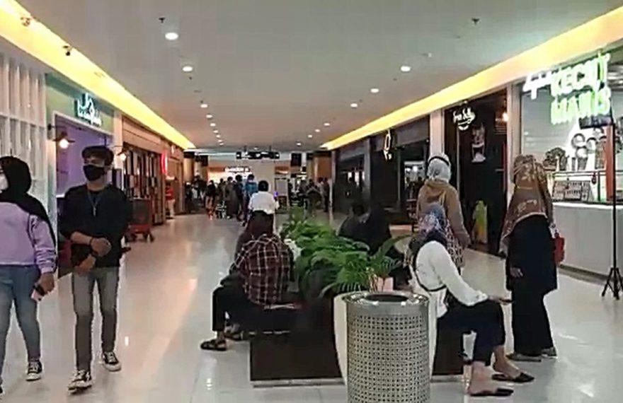suasana pengunjung Duta Mall