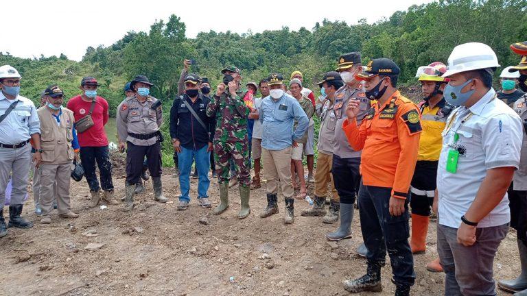 Bupati Turut Serta Evakuasi Pekerja Tambang Rakyat Yang Terperangkap Selama 2 Hari