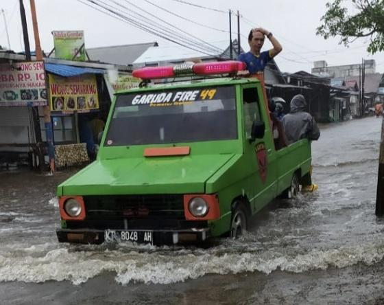 Warga Permata Andalkan BPK di Tengah Banjir