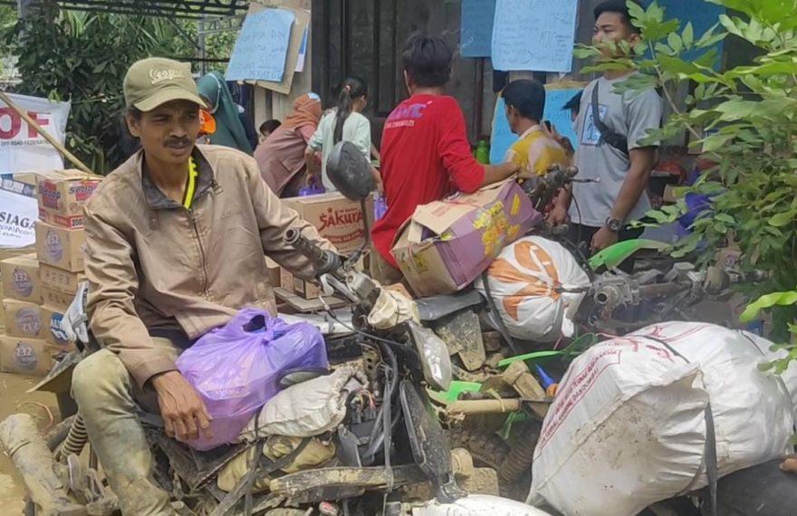 warga Desa Datar Ajab