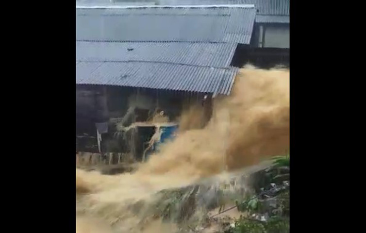 Tak Henti Hujan, Banjir Bandang Terjang Pulau Marabatuan