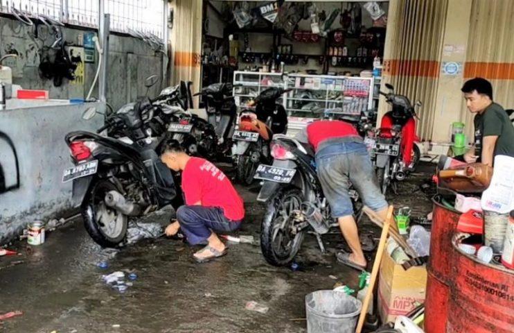 Sepeda Motor Mogok Karena Banjir, Bengkel Kebanjiran Berkah