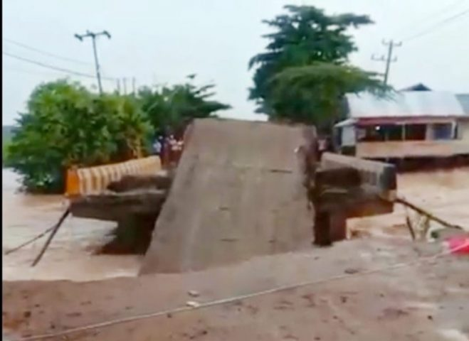 Jembatan Matraman Ambruk Lagi, Warga di Beberapa Daerah Kembali Terisolir