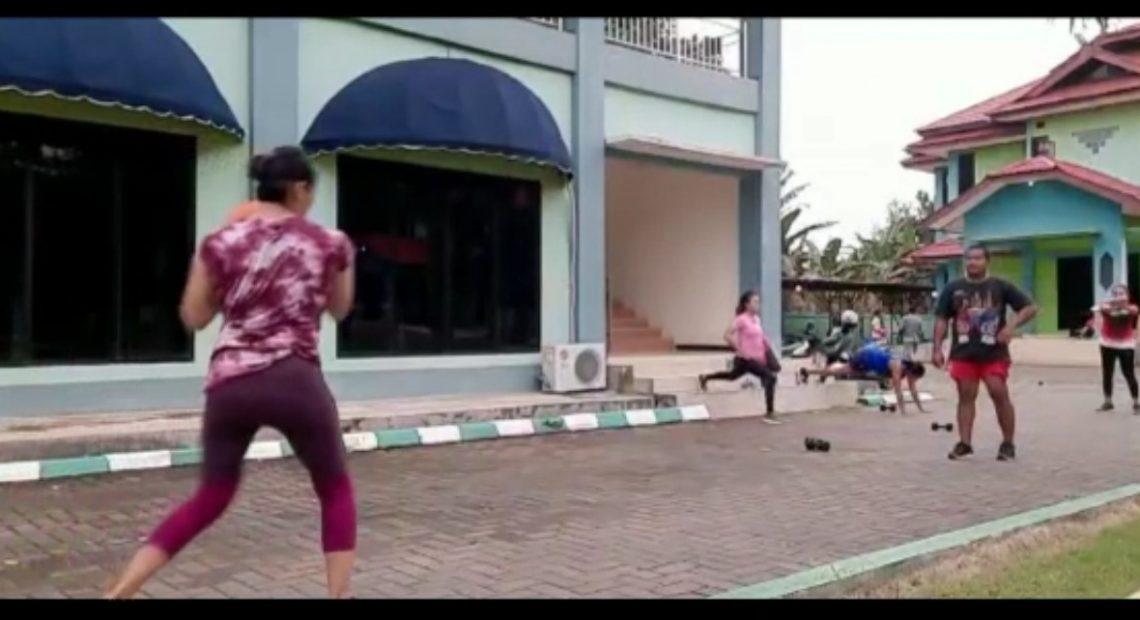 atlet tinju Kalsel menjalani sesi latihan di Sasana Tinju Brimob Banjarbaru (foto:duta tv)