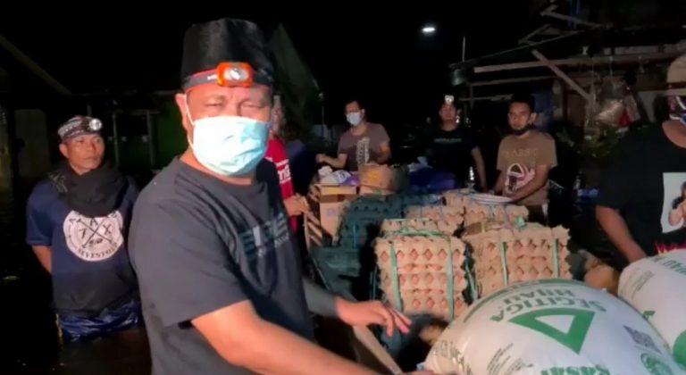 Paman Birin Terus Bagikan Sembako ke Korban Banjir