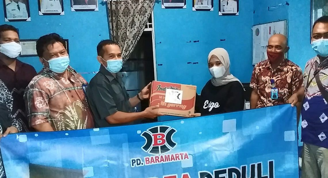 PD Baramarta membagikan Sembako