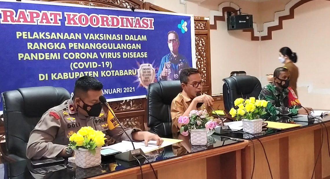 rapat koordinasi pelaksanaan vaksinasi di kantor bupati Kotabaru (foto:duta tv)