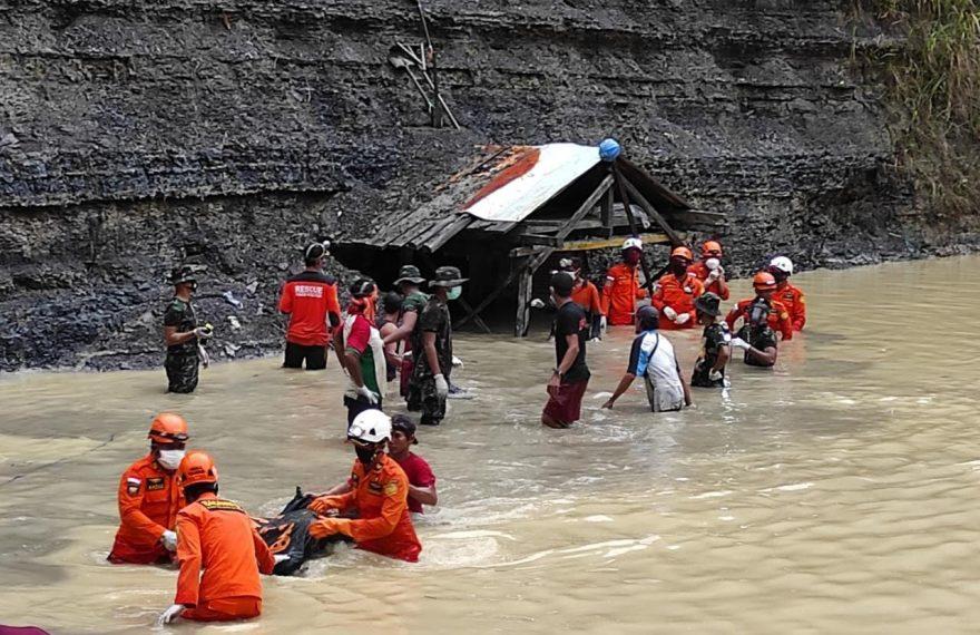 evakuasi korban tambang batu bara