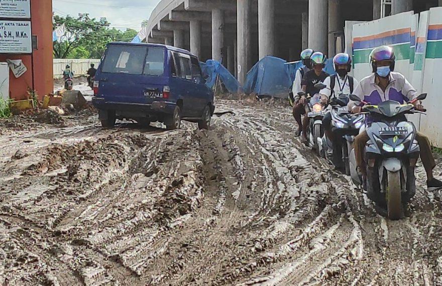Jalan Alalak Berangas rusak parah (foto:duta tv)