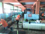 Disperdagin nersih-bersih Pasar Kuripan, pasca musibah banjir (foto:duta tv)