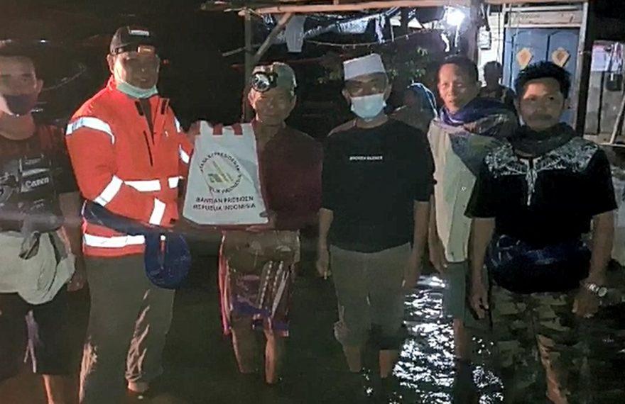 bantuan yang diberikan kepada korban banjir, oleh gubernur Kalimantan Selatan
