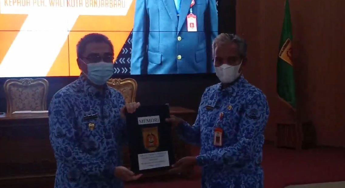 Penyerahan memory Wali Kota Banjarbaru, Darmawan Djaya, kepada Sekretaris Daerah Kota Banjarbaru, Said Abdullah