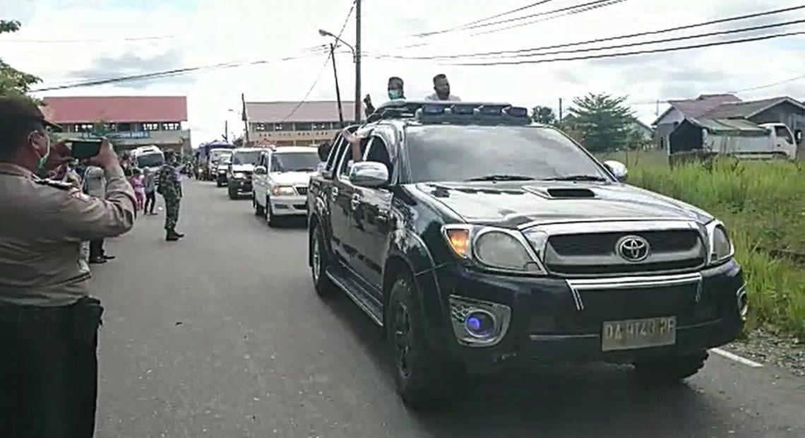 mobil patwal pulangkan para pengungsi (foto:duta tv)