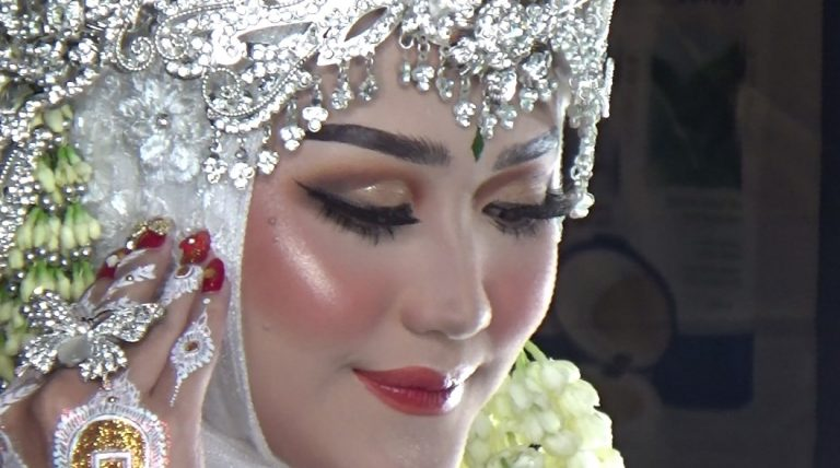 Make Up Pengantin Sunda (foto:duta tv)