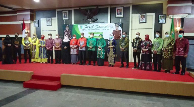 Bupati Tanah Laut Muhammad Sukamta turut menghadiri acara pisah sambut kepala Kejaksaan Negeri Tanah Laut (foto:duta tv)