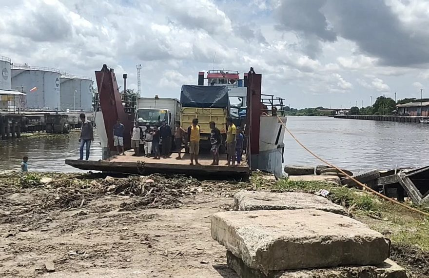 penyeberangan di Pelabuhan Martapura Baru (foto:duta tv)