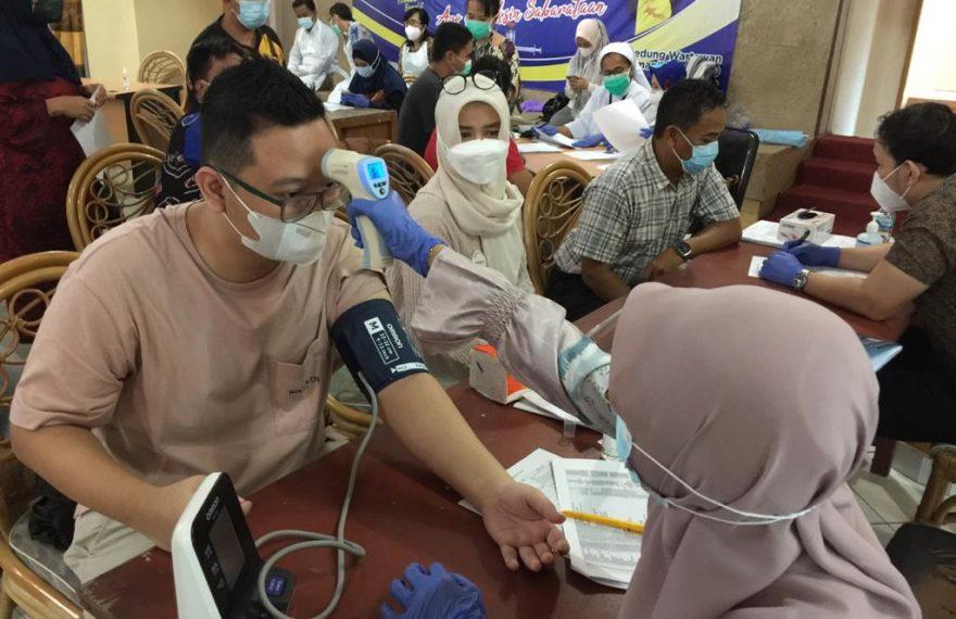Proses pemeriksaan kesehatan pada vaksinasi COVID-19 (foto:duta tv)
