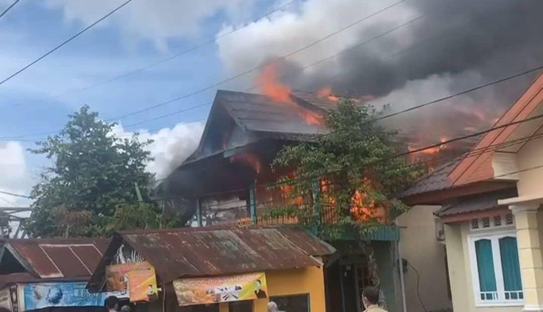 foto kebakaran dari relawan dan warga